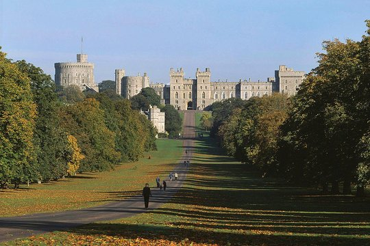Windsor Castle, Stonehenge, and Oxford Custom Day Trip